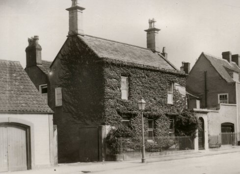 Bank cottage possibly 1913