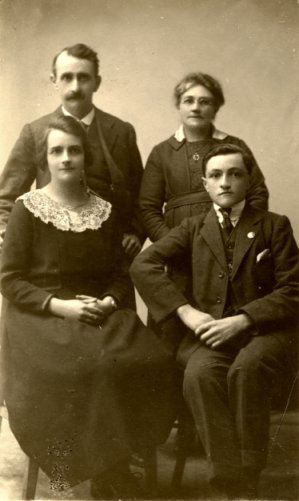 The Holley family of Crispin Lane